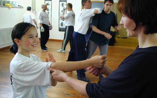 Schule für Frauen & Kinder Selbst ! Verteidigung-image